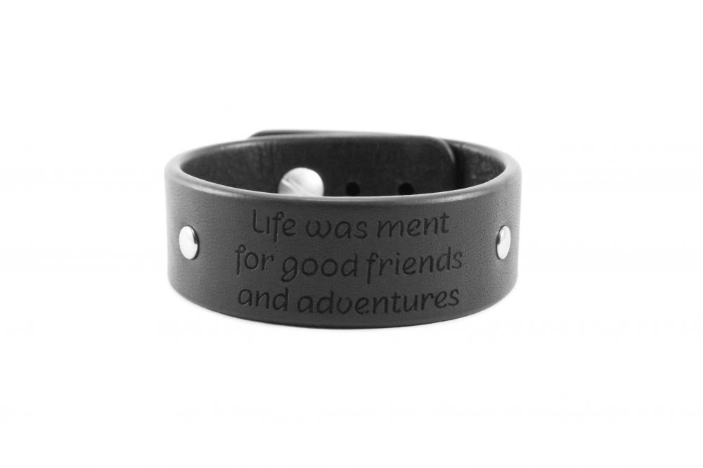 2 cm juoda apyrankė - Life was ment for good friends and adventures