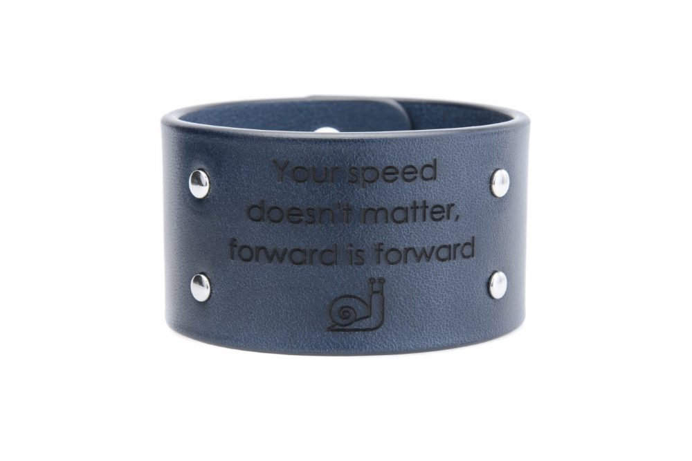 4 cm mėlyna apyrankė - Your speed doesn't matter, forward is forward