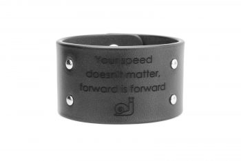 4 cm juoda apyrankė - Your speed doesn't matter, forward is forward